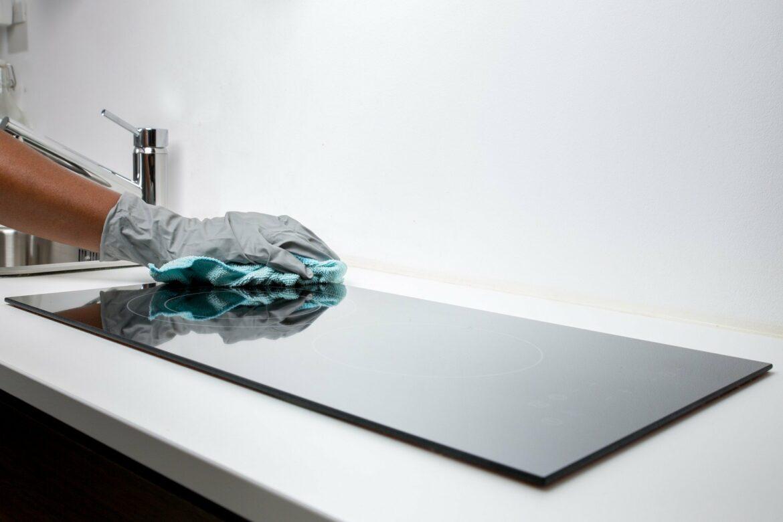 Nettoyage d'une plaque de cuisson
